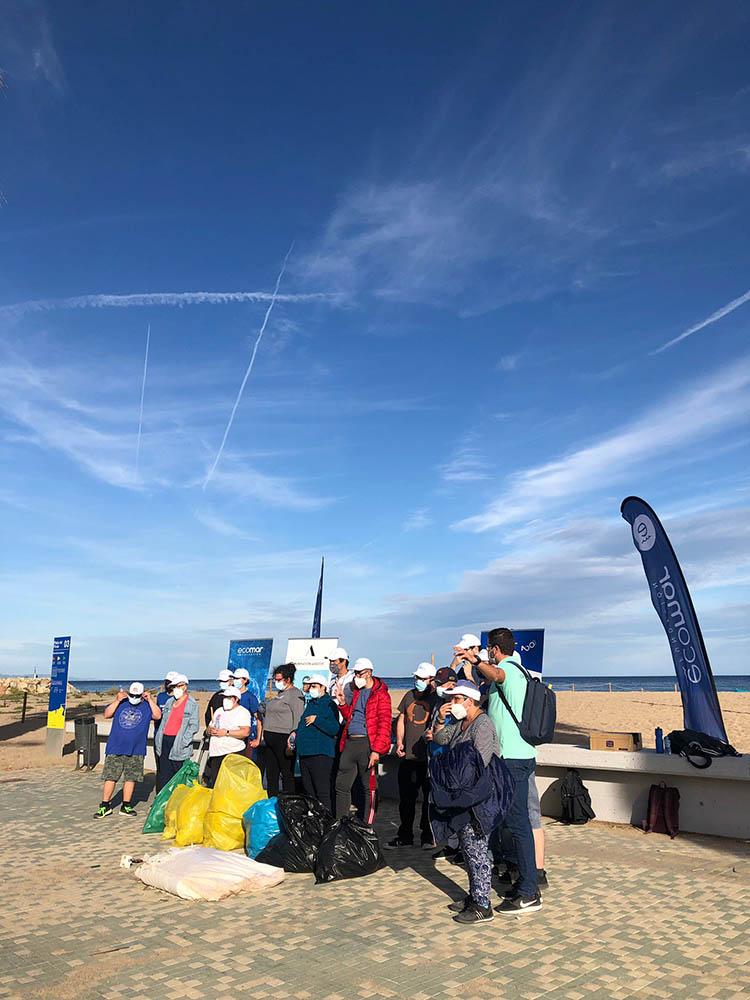 Limpieza de playa en Barcelona con la Fundación Ecomar